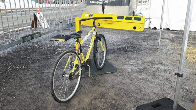 Photo borne 4 vélos bécik jaune